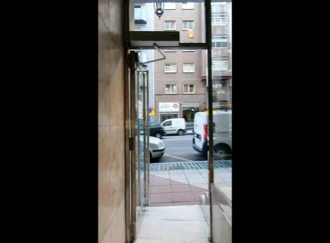 Automación de  puerta peatonal en comunidad de propietarios